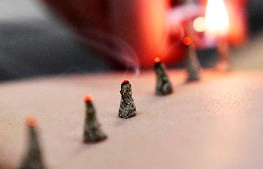 terapia de moxibustión en acupuntura