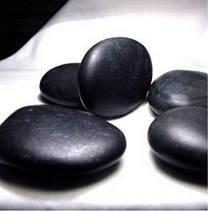 naturopatía Terapia Geodermal o piedras calientes para estrés, la hiperactividad del sistema nervioso, nervios, ansiedad, insomnio y tratamiento del dolor.